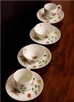 English Worcester factory honeysuckle pattern china